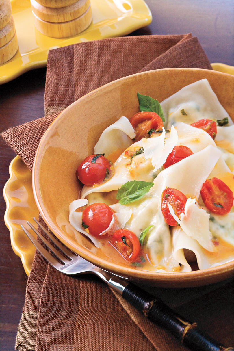 Easy Pasta Recipes: Cheese Ravioli With Spicy Tomato Sauce
