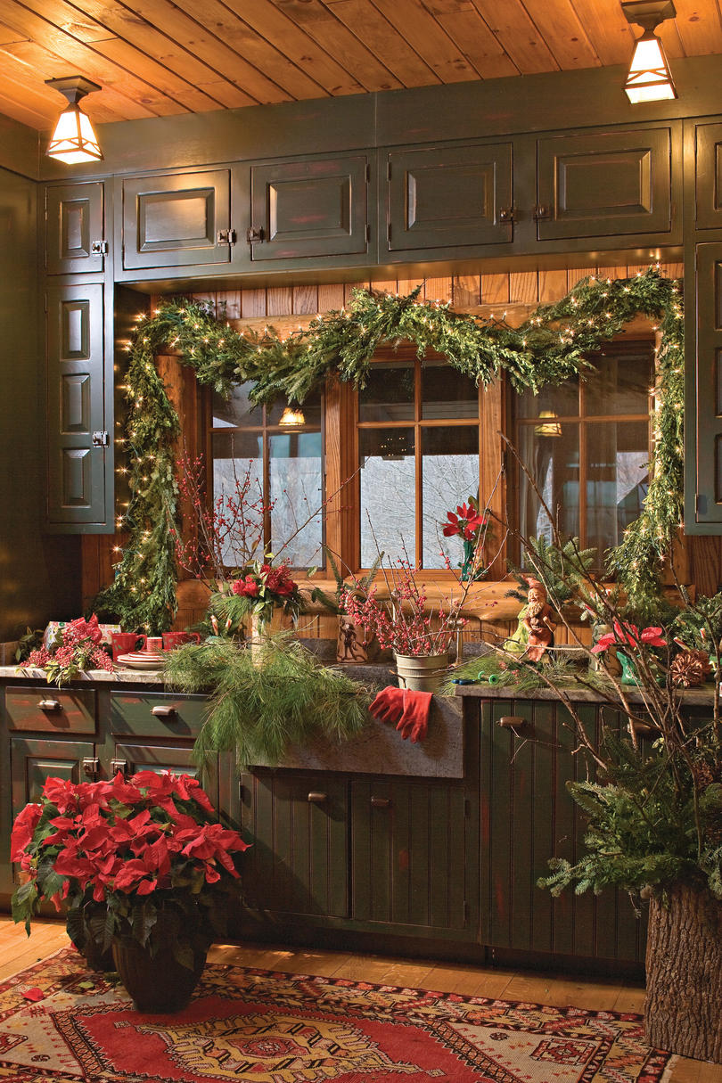 Nature inspired holiday decor in the mountains southern living - Serene traditional cottage in natural theme ...