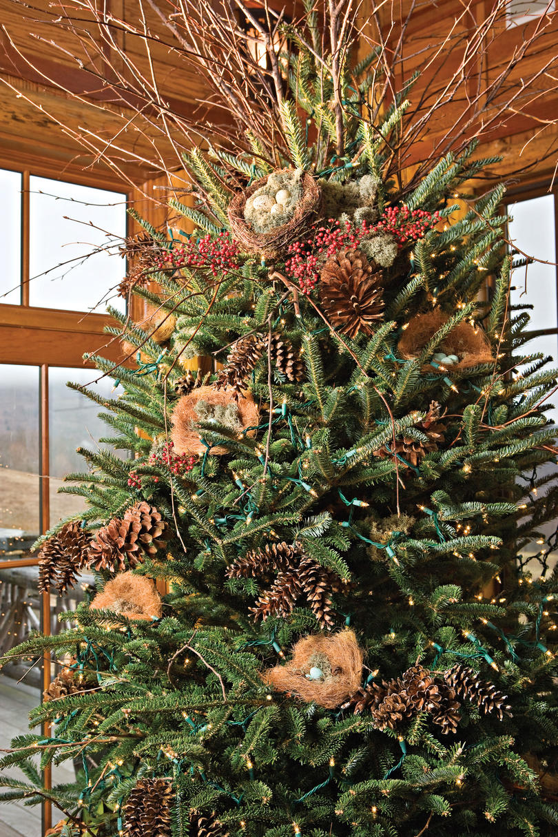 Nature inspired holiday decor in the mountains southern living - Tips to care for a natural christmas tree ...