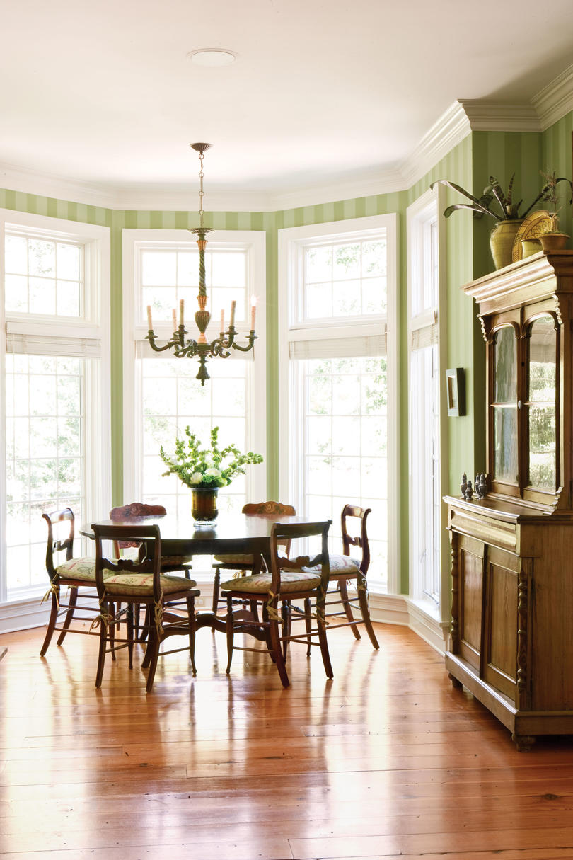 Stylish dining room decorating ideas southern living for Southern living keeping room ideas