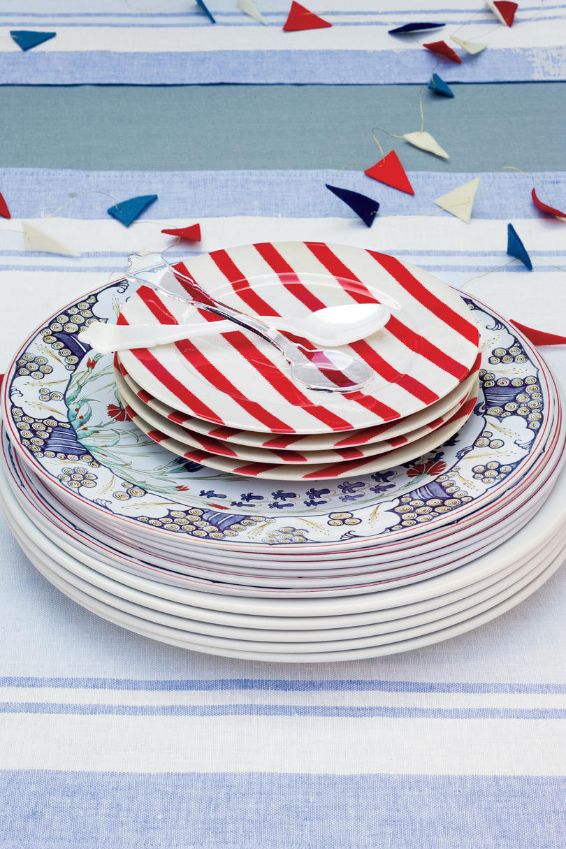 American table setting - An All American Party Mix And Match Dinnerware