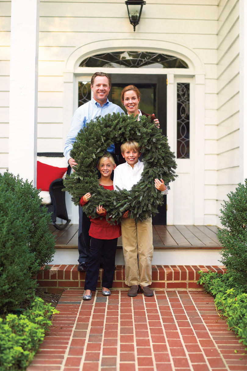 Southern Living Family Room Decor: Bright Holiday House