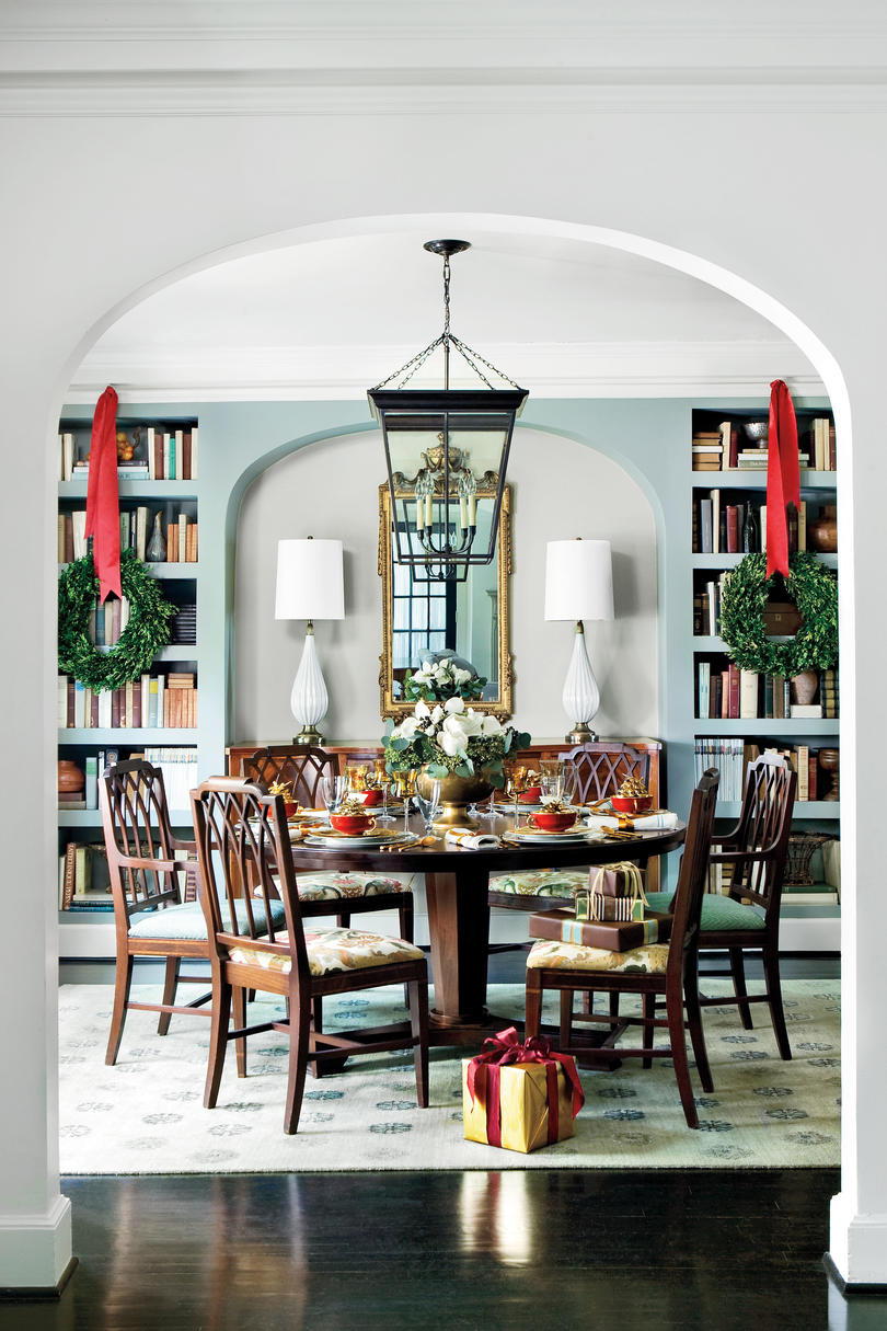 Christmas Decorating Ideas: Built-In Bookshelves