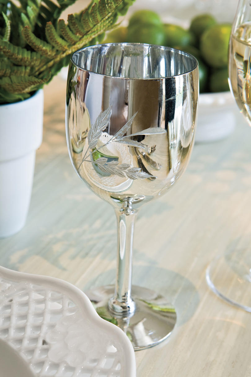 Table Place Settings for Entertaining: Reflect the Natural Light
