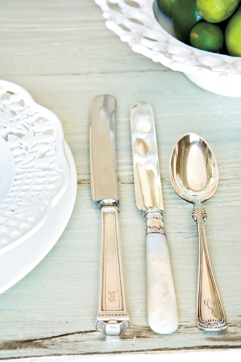 Table Place Settings for Entertaining: Mix Vintage Flatware