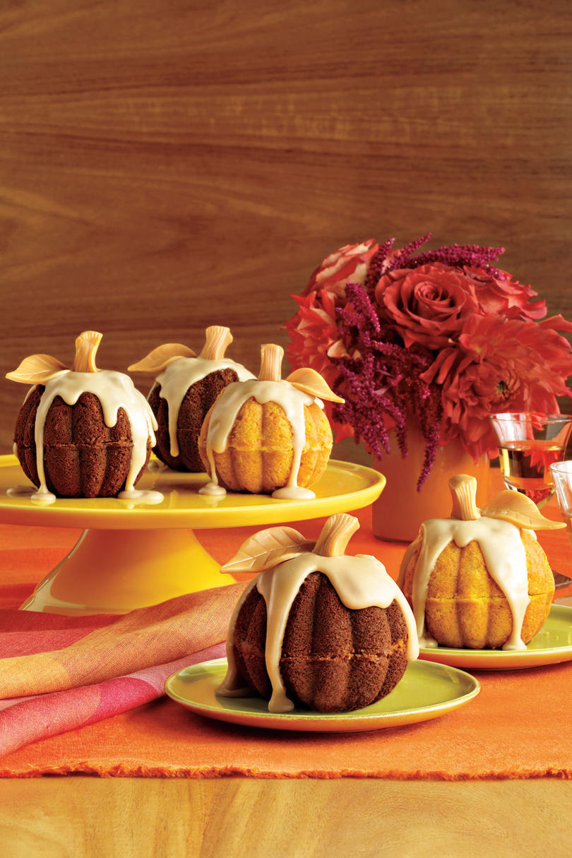 October: Mini Pumpkin Cakes