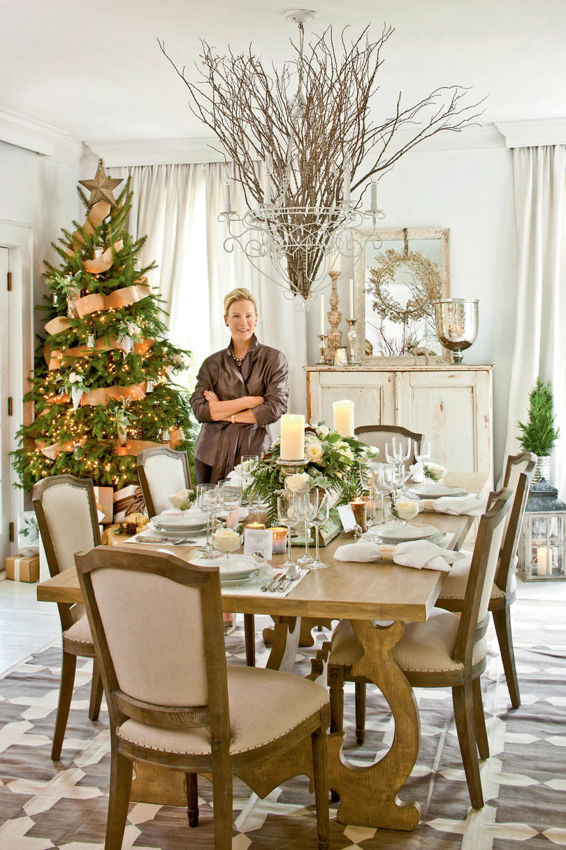 Christmas party ideas elegant dinner party southern living for Christmas dining room table decorations