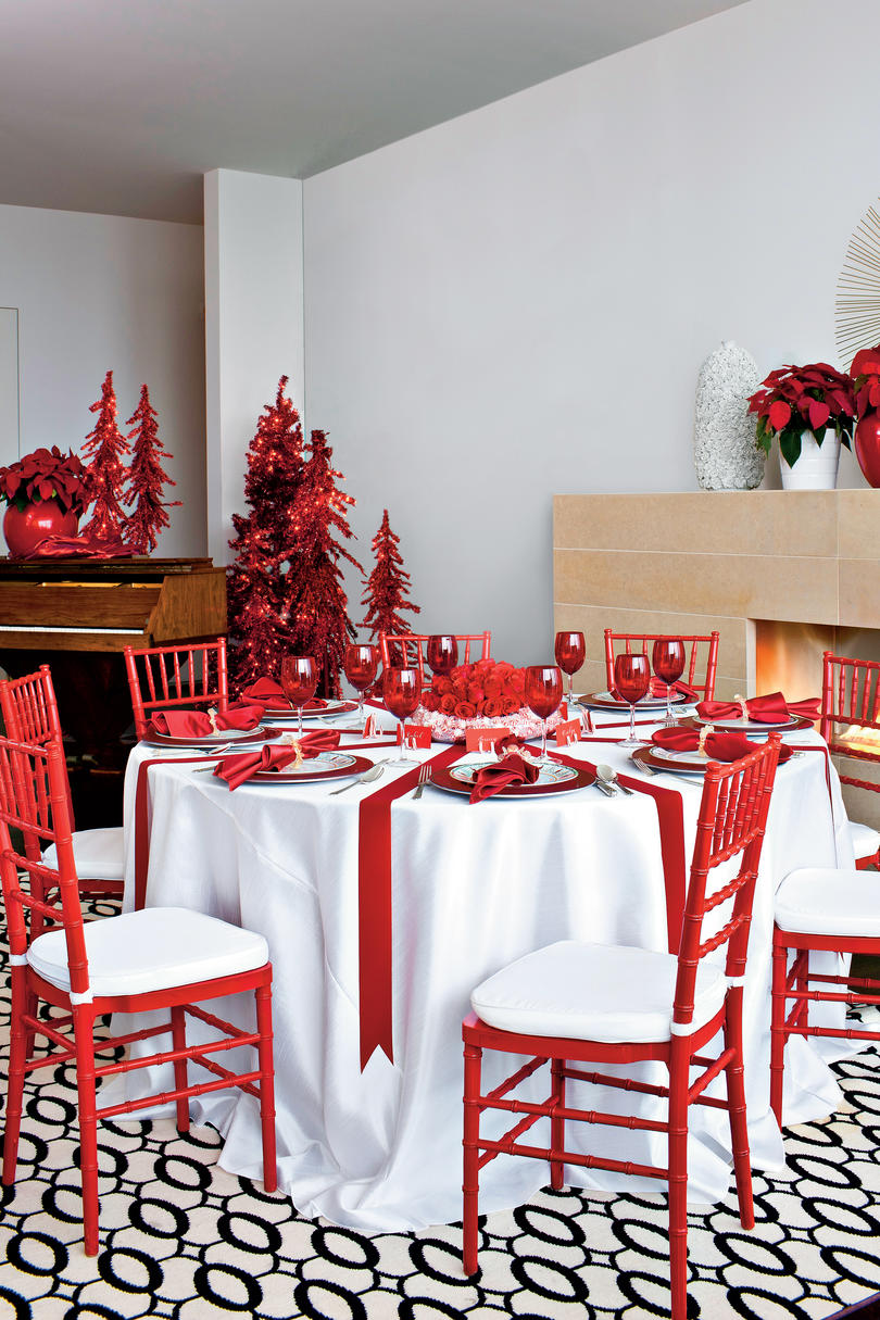 Red-and-White Christmas Table Decorations