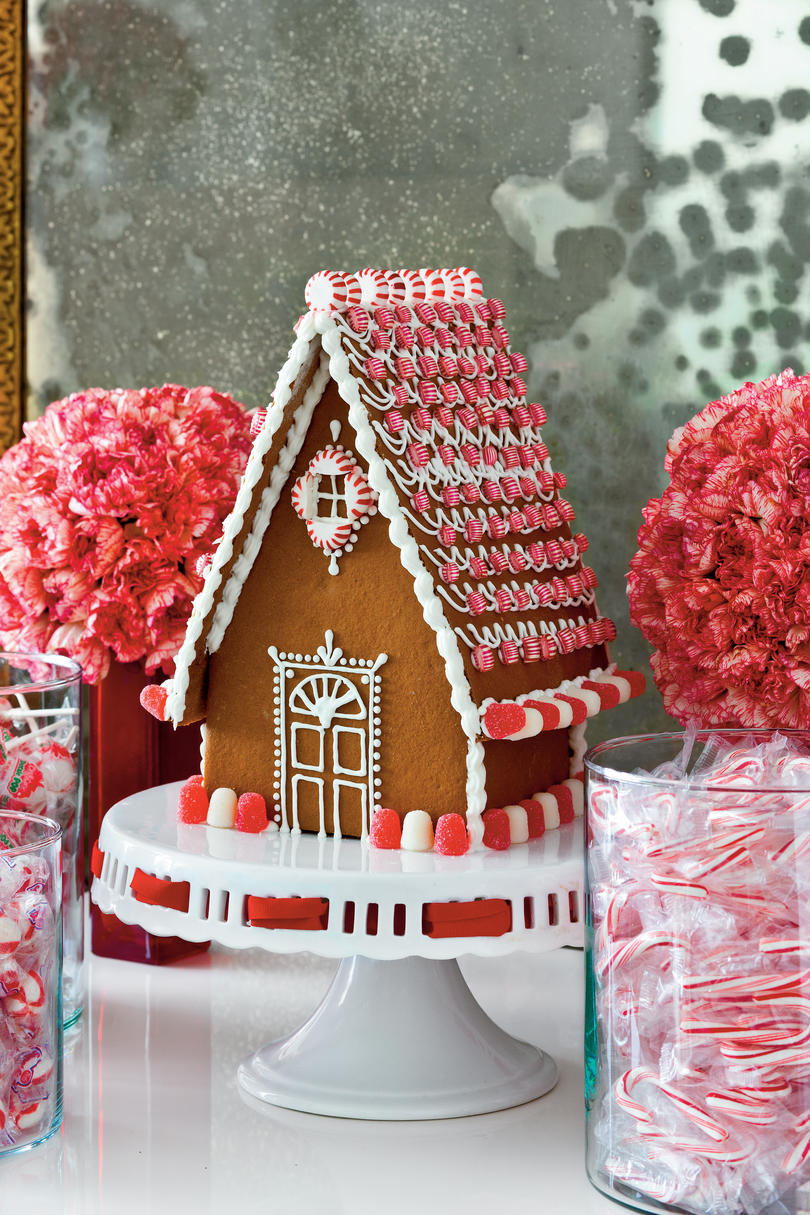 Christmas Table Decorations: Gingerbread House