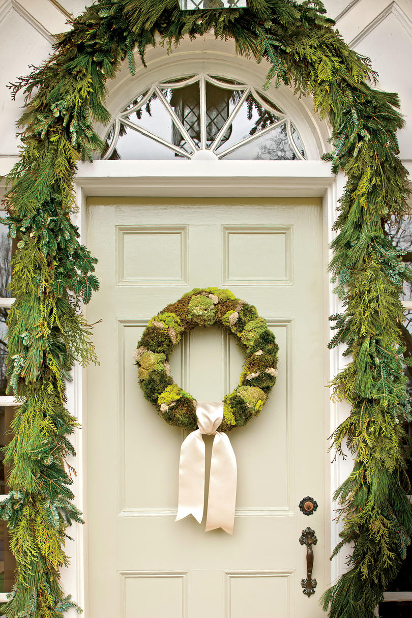 50+ Christmas Wreath Ideas for Windows, Doors, and More - Southern ...