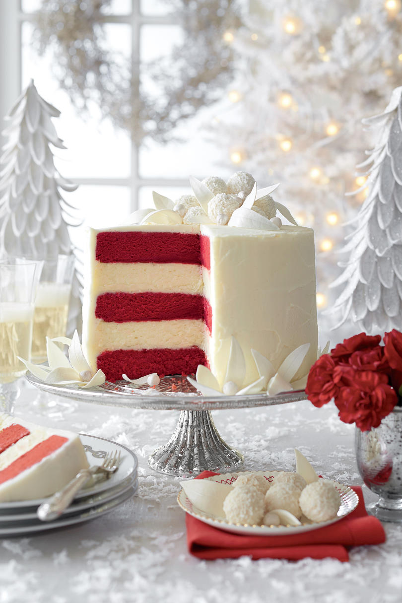 Winning white christmas cake recipes southern living for Decoration layer cake