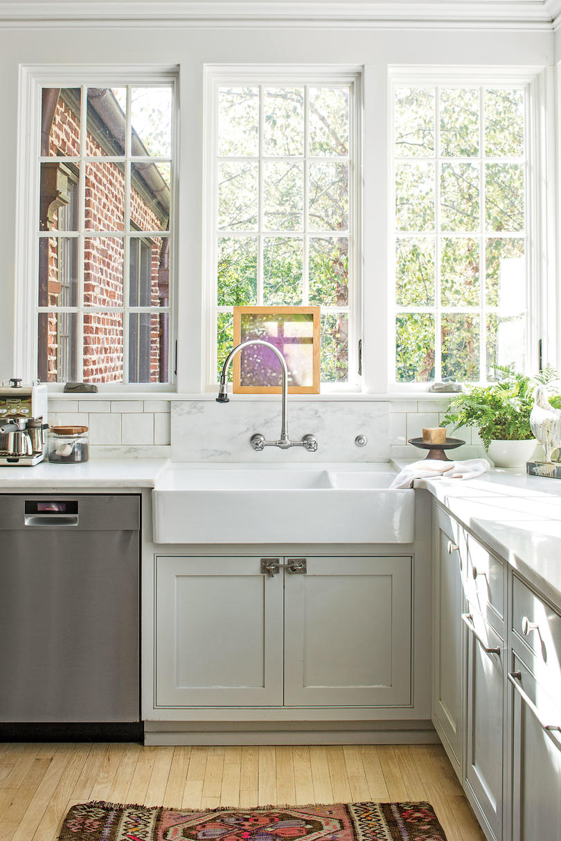Creamy White Apron-Front Sink