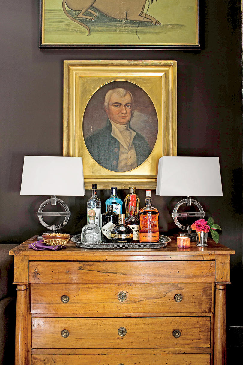 Living Room Bar Chest with Two Lamps