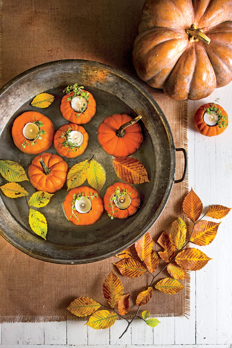 10 gorgeous christmas table decorating ideas 187 photo 2 - Floating Miniature Pumpkins