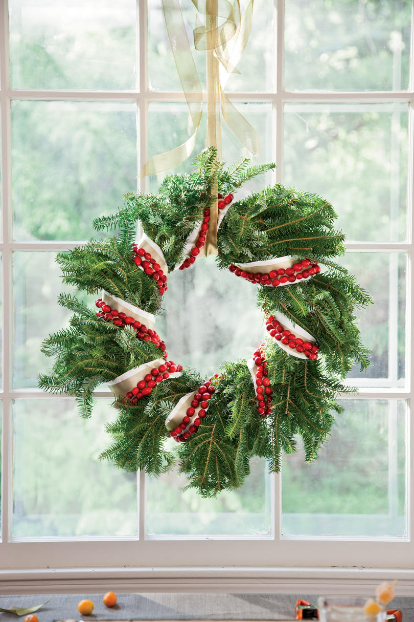 Traditional mexican christmas decorations - Cranberry Wreath