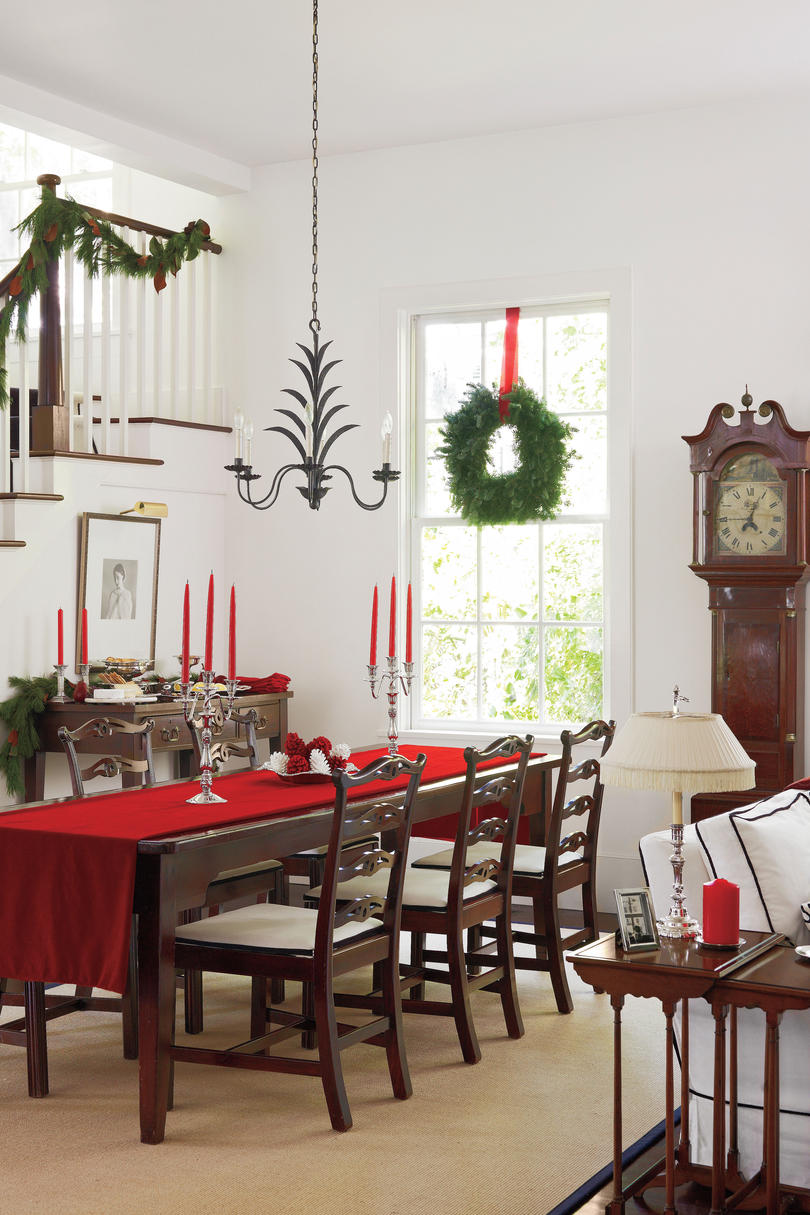 Stylish dining room decorating ideas southern living for Dining room decorating ideas red