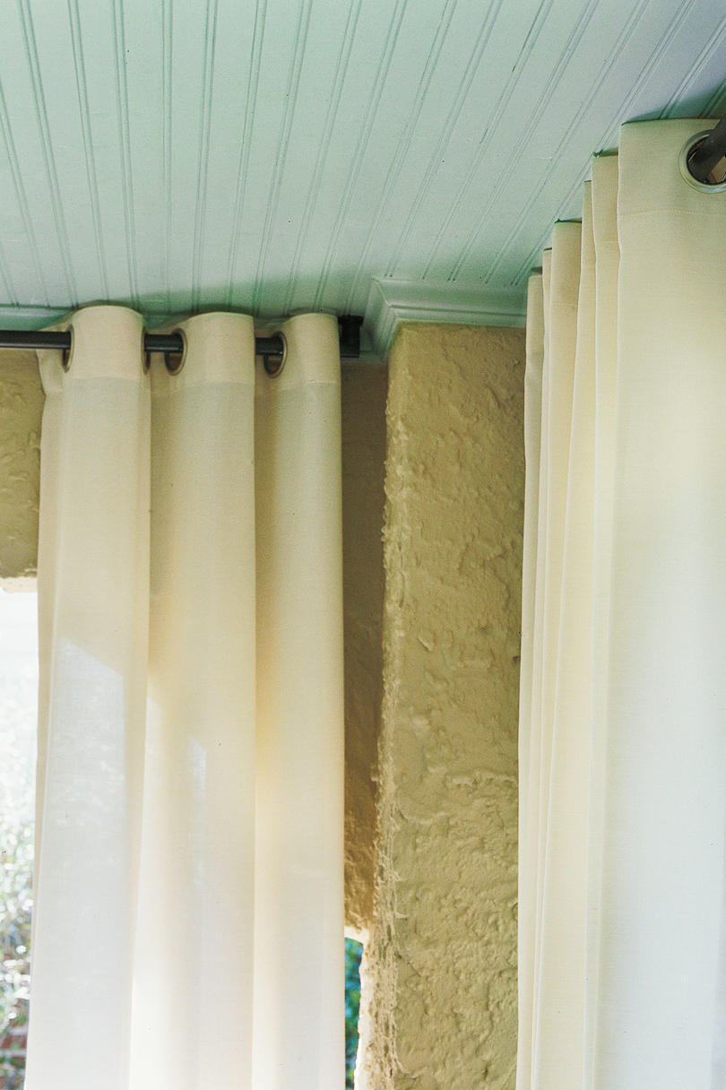 Outdoor Dining: Hang Curtains