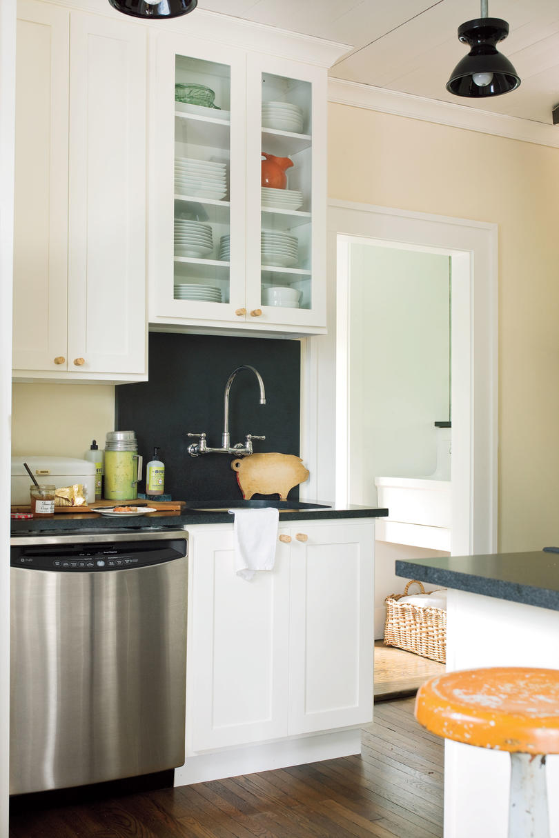 Craftsman Style Home Decorating Ideas: Keep The Kitchen In Character