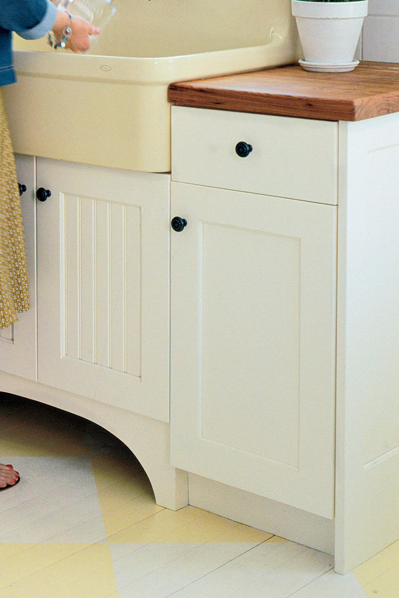 Farm Kitchen Remodeling Ideas: Cabinets with Character