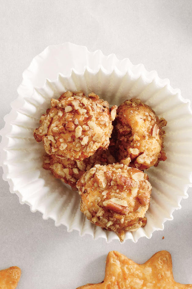 Pecan-Cheddar Buttons