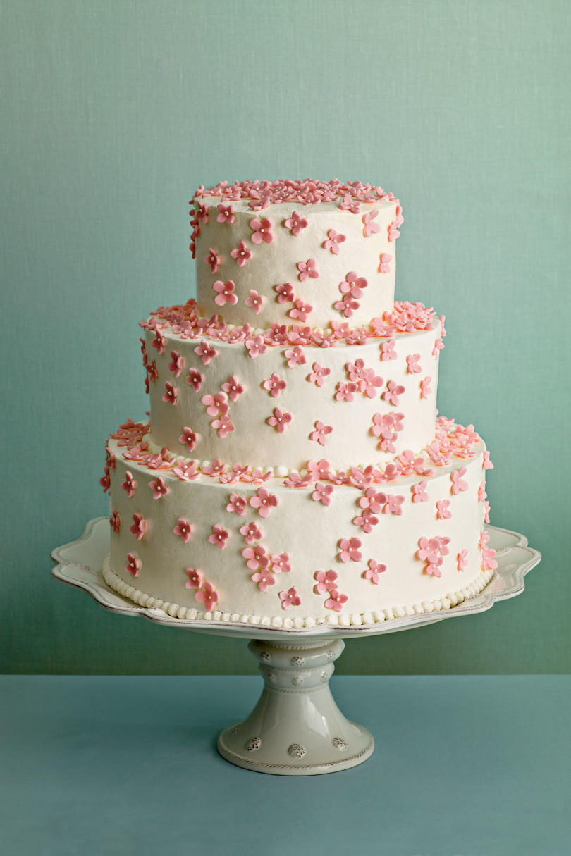 Dainty and Divine Wedding Cake