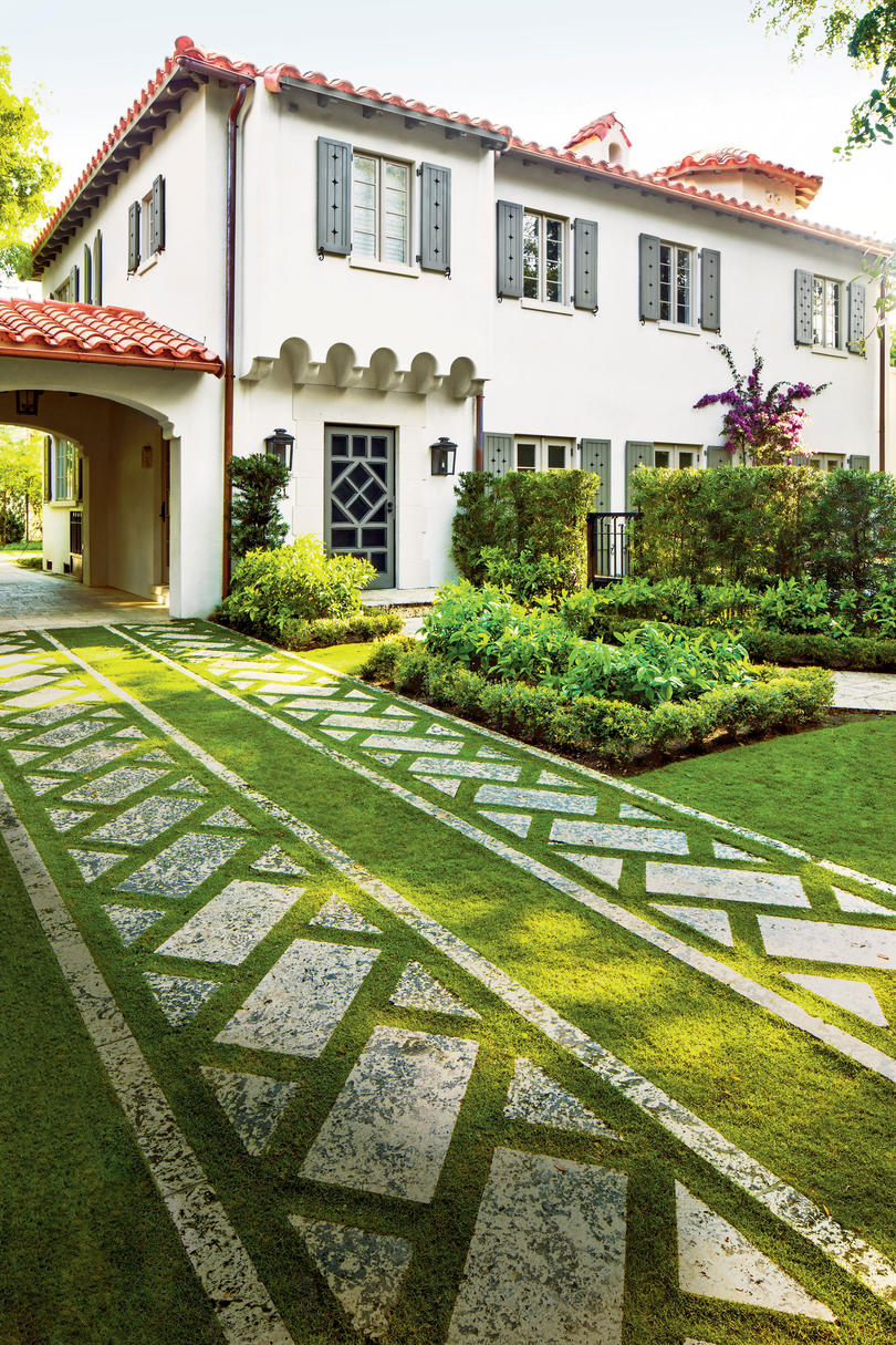Charming home exteriors southern living for Southern living landscape design