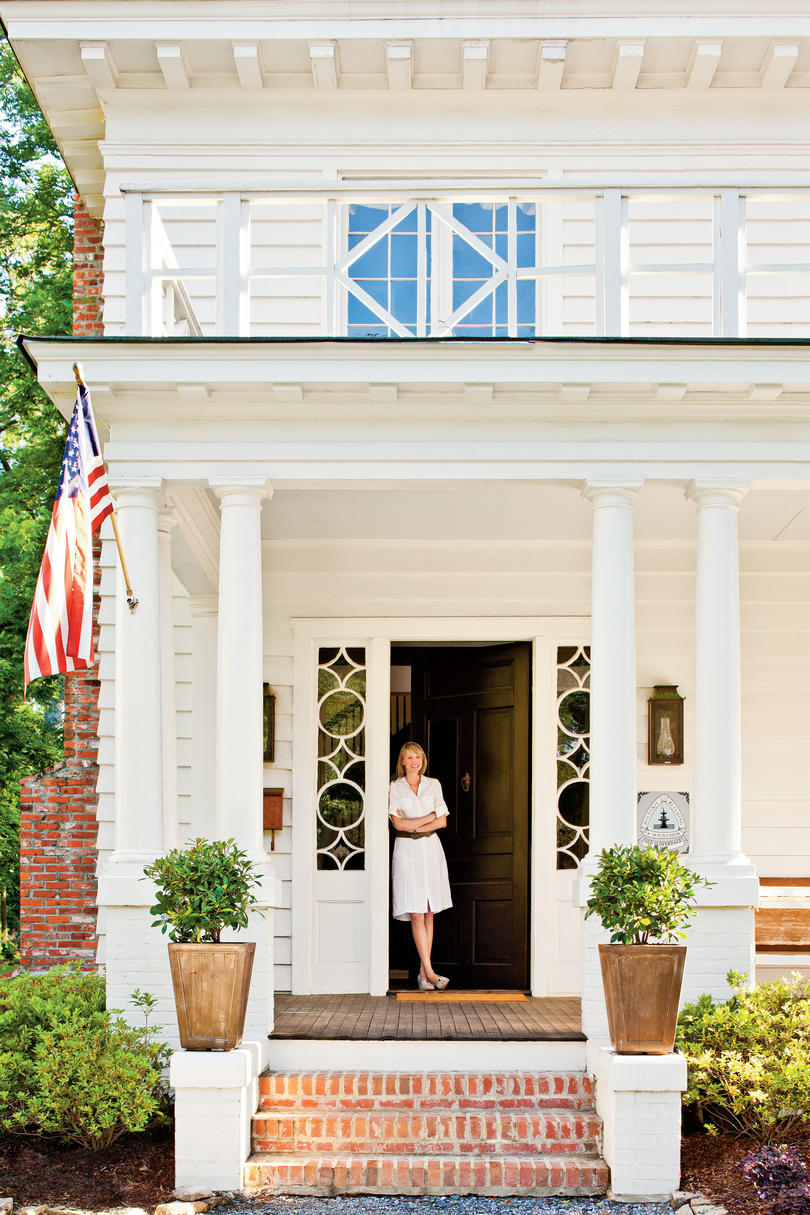 Re create colonial williamsburg style southern living for Williamsburg home decor