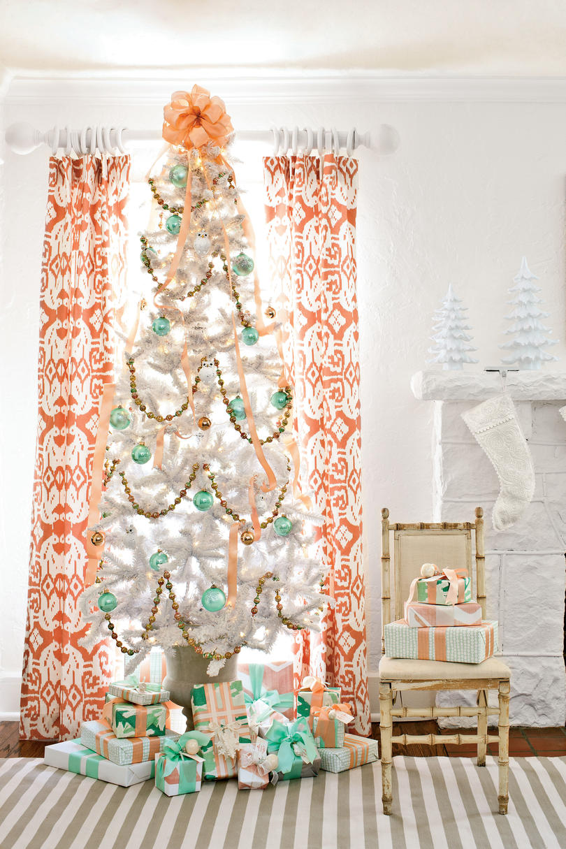 White christmas tree with pink decorations - Snow White Christmas Tree Decorations