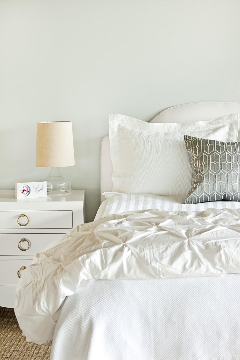 Clean & Crisp Bedroom Makeover