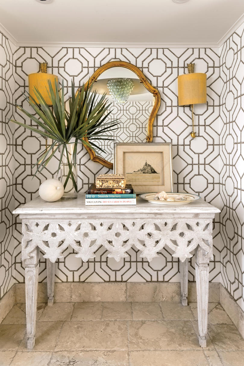 Fabulous foyer decorating ideas southern living - Small wall decor ideas ...
