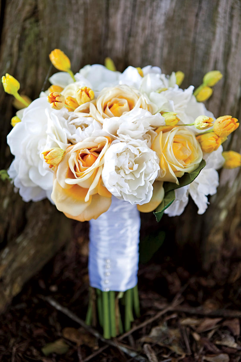 yellow and white bouquet - White Garden Rose Bouquet
