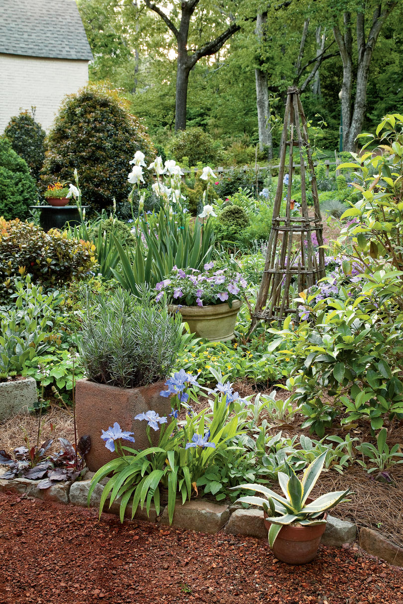 Cottage Garden Design - Southern Living on Bungalow Backyard Ideas id=19623