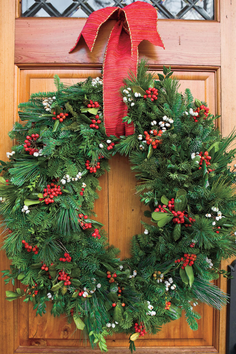 100 fresh christmas decorating ideas southern living Christmas wreath decorations