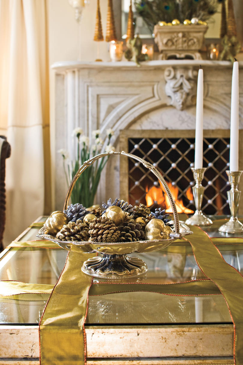 Decorating Ideas For Your Home Part - 49: Christmas Decorating Ideas: Coffee Table