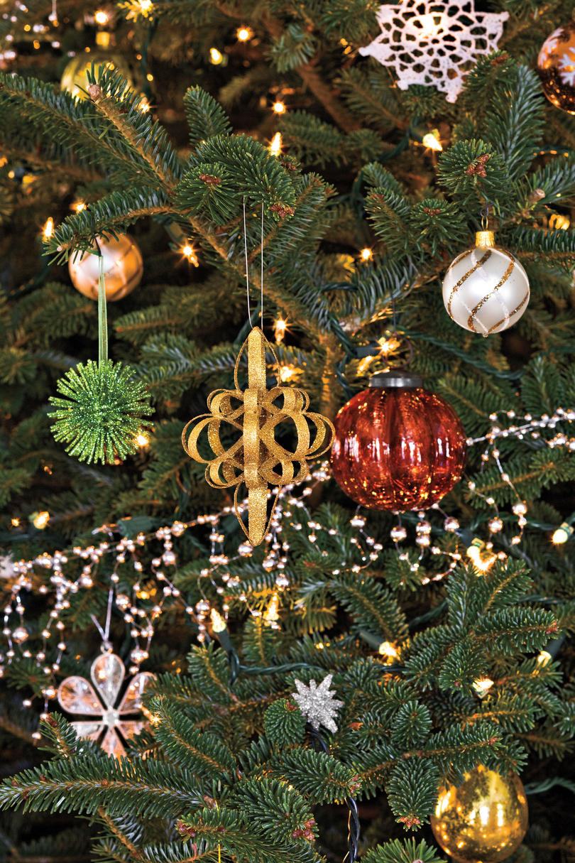 100 fresh christmas decorating ideas southern living Christmas tree ornaments ideas