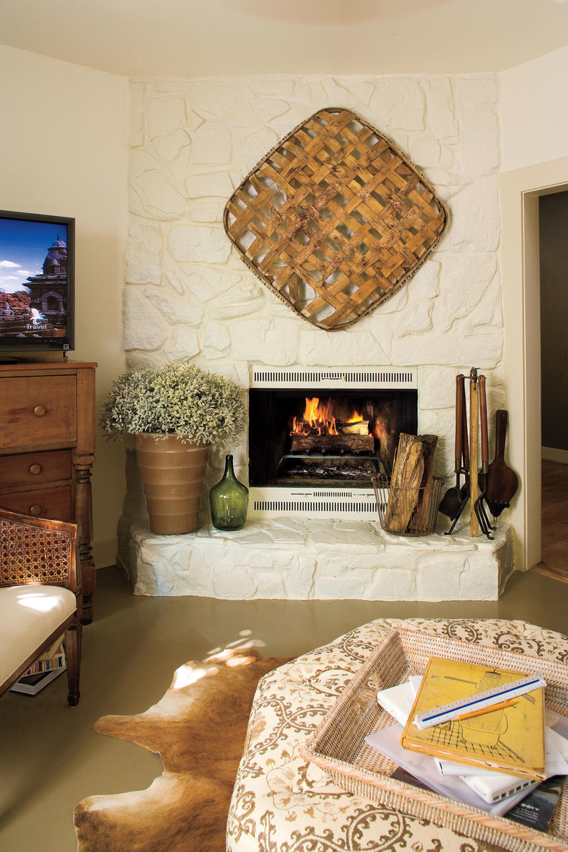 Living Room Decorating Ideas: Freshly Painted Fireplace