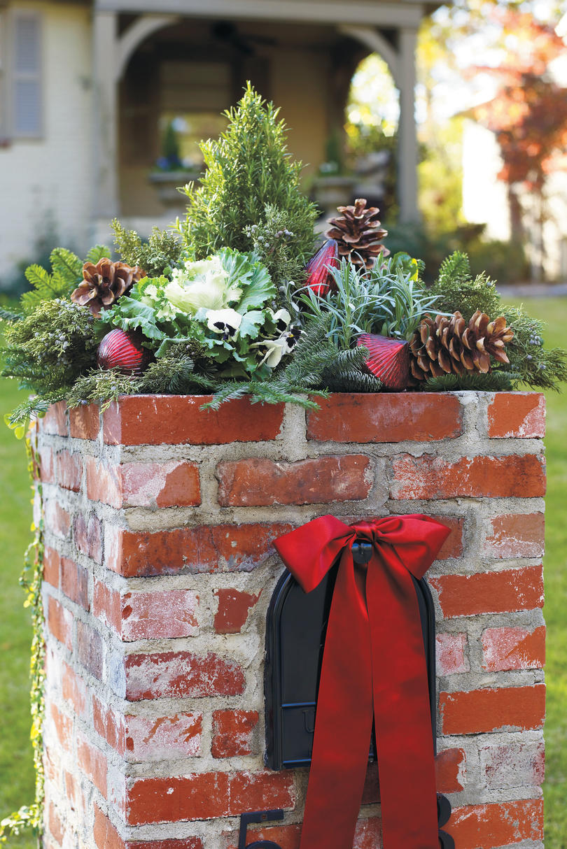 Christmas Decorating Ideas: Mailbox Topper