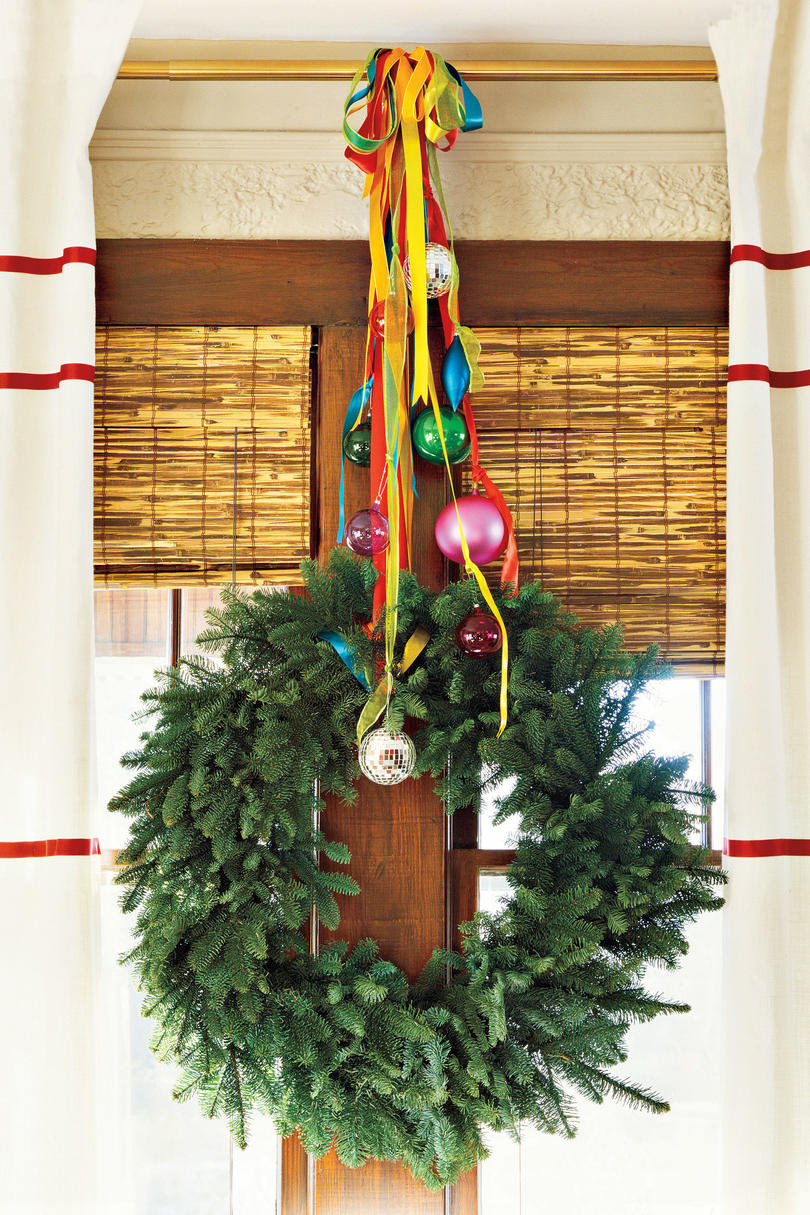 christmas decorating ideas curtain rod wreath - Christmas Decoration Ideas