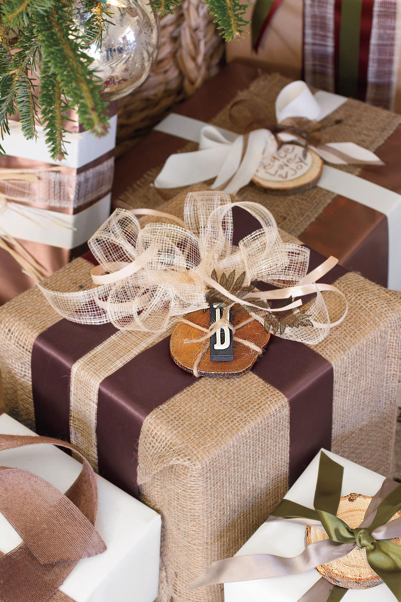 Christmas Decorating Ideas: Burlap Gifts