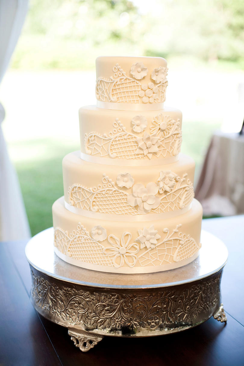 wedding cake to feed 150 white wedding cakes southern living 26286