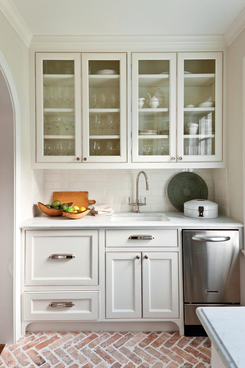 Crisp classic white kitchen cabinets southern living for White kitchens cabinets