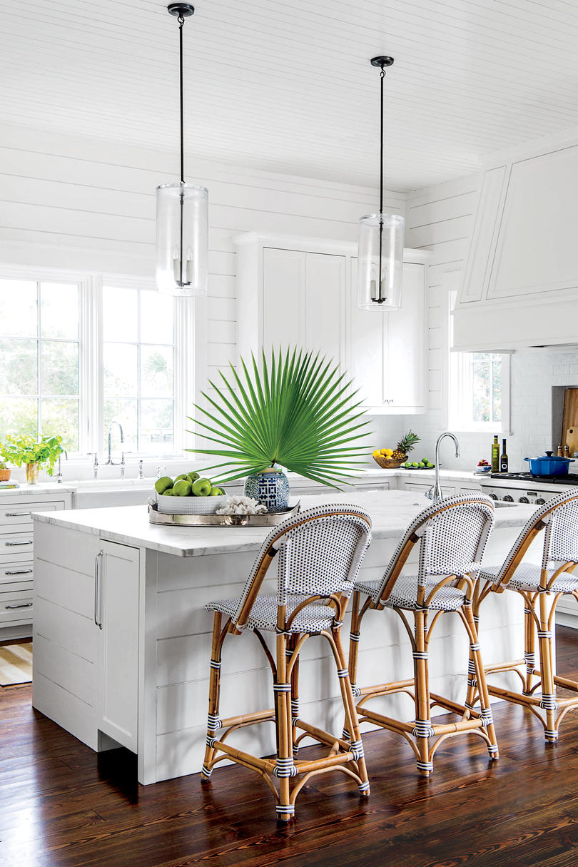 RX_1604 Beachy White Shiplap Kitchen