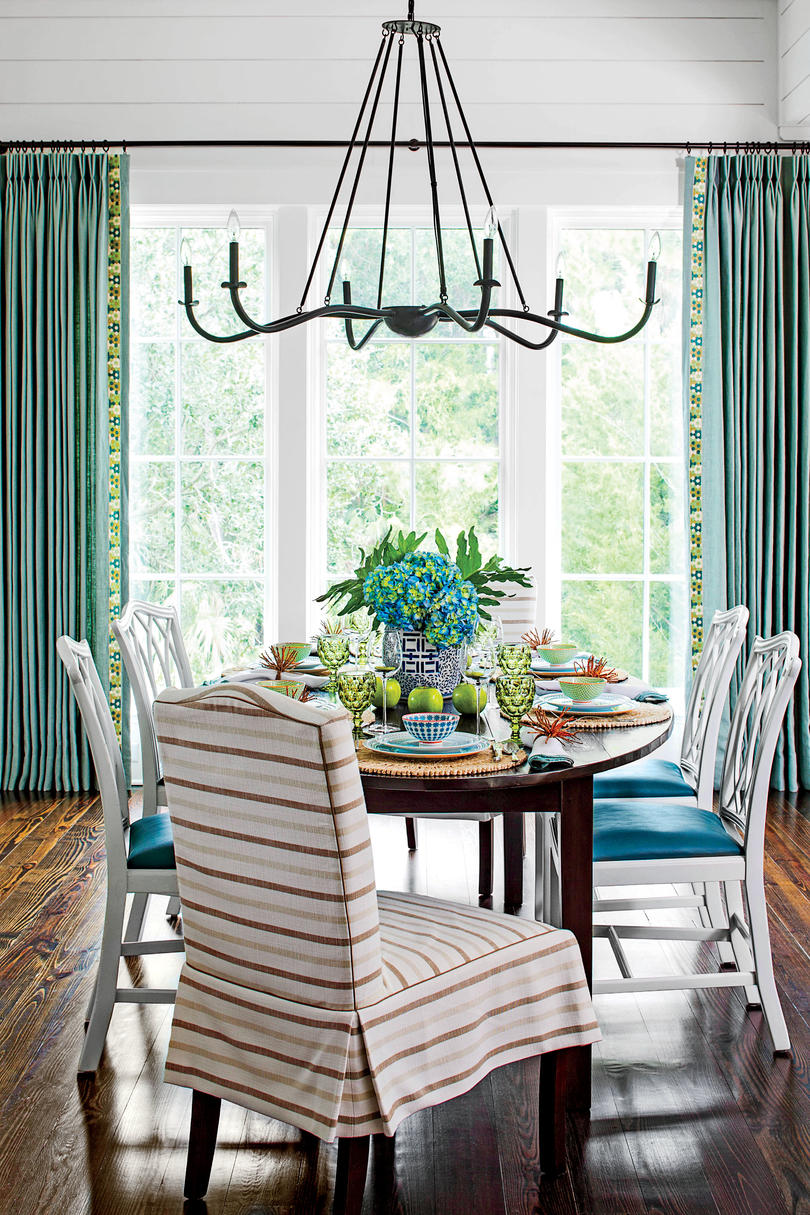 Stylish dining room decorating ideas southern living for Ideas for dining room curtains