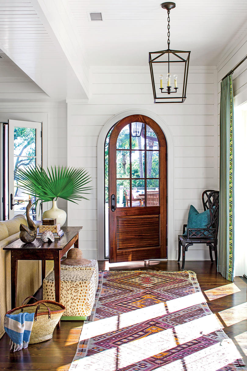 Fabulous foyer decorating ideas southern living for Decorating outdoor entryways