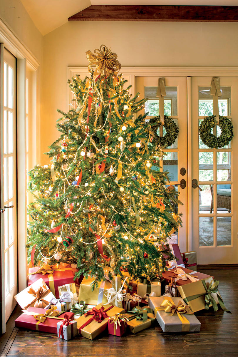 branch out when hanging lights on the tree - Ways To Decorate A Christmas Tree
