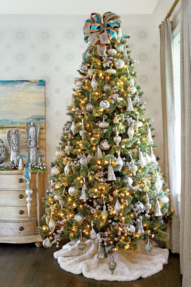 Christmas tree decorating ideas southern living for Blue gold and white christmas tree