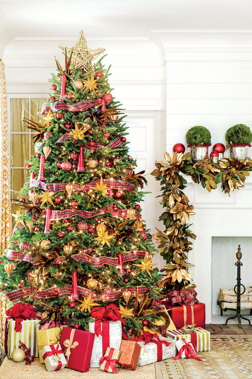 gold christmas decorations - Christmas Tree With Lights And Decorations