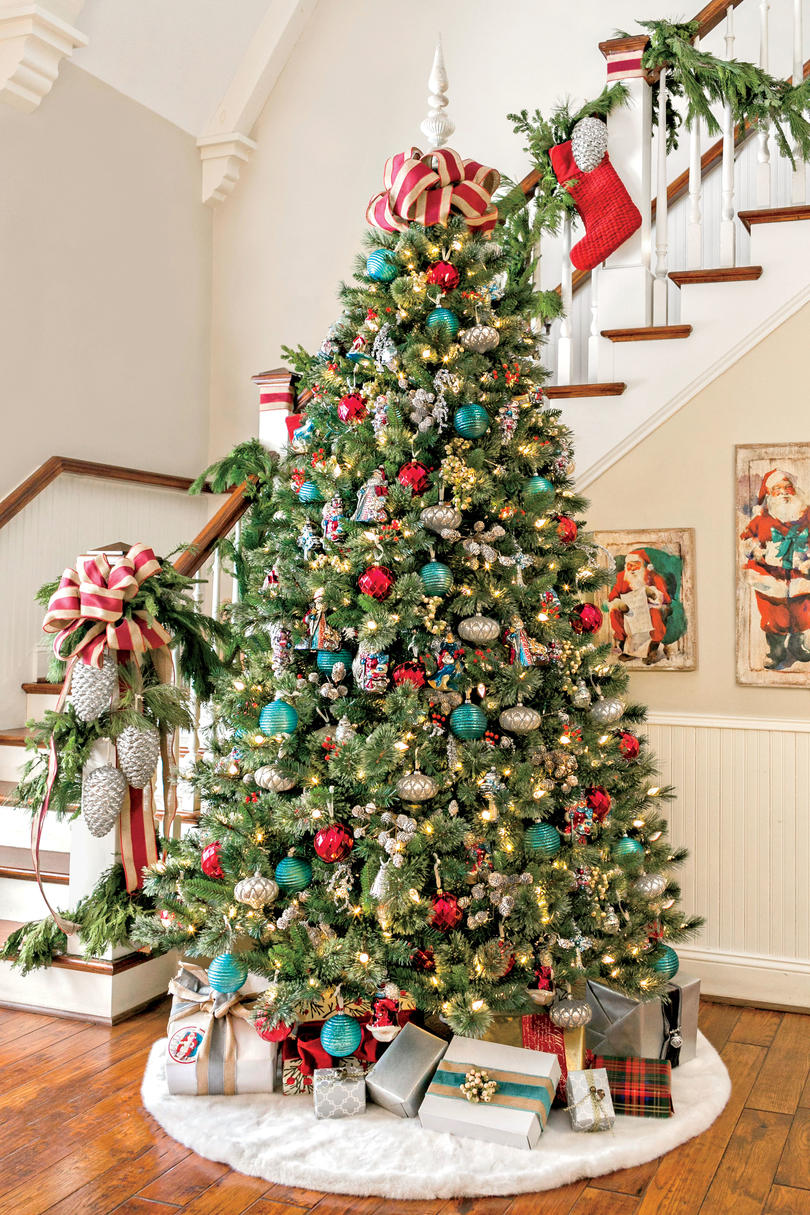Christmas tree decorating ideas southern living vintage christmas topper solutioingenieria Choice Image