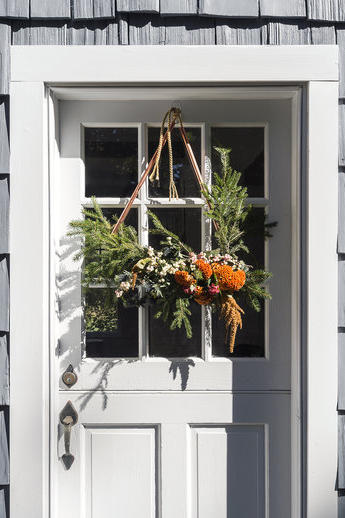 RX_1611_Real Simple_Lux Home for the Holidays_Relax Your Door Decor