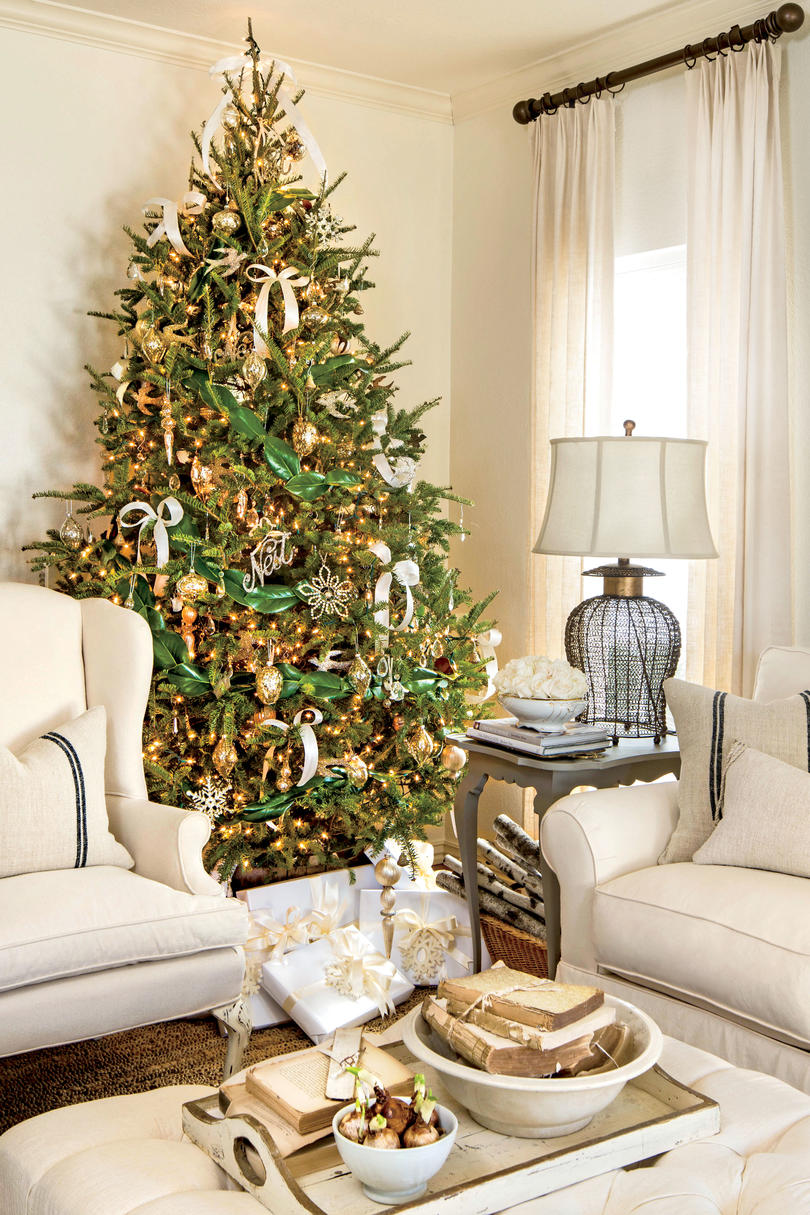 How To Decorate Small Second Living Room Off Of Kitchen: 10 Ways To Decorate With Magnolia This Christmas